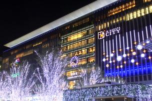 JR博多シティのイルミネーション夜景の写真素材 [FYI00176023]