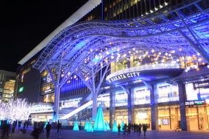 JR博多シティのイルミネーション夜景の写真素材 [FYI00176027]