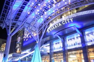 JR博多シティのイルミネーション夜景の写真素材 [FYI00176030]