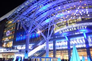 JR博多シティのイルミネーション夜景の写真素材 [FYI00176036]