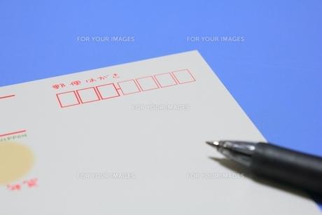 年賀ハガキとペンの素材 [FYI00176061]