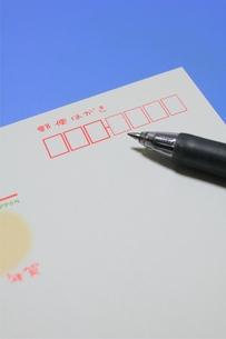 年賀ハガキとペンの写真素材 [FYI00176067]