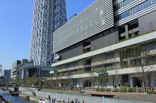 東京スカイツリーと東京ソラマチの写真素材 [FYI00176185]