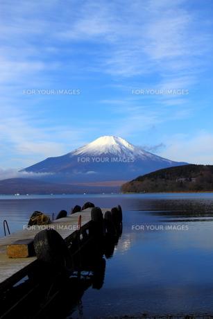 桟橋と富士山2の写真素材 [FYI00176410]