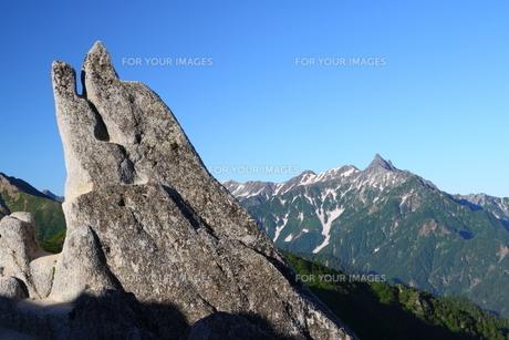イルカ岩と槍ヶ岳の写真素材 [FYI00176413]