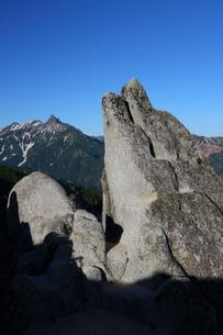 イルカ岩と槍が岳の写真素材 [FYI00176433]