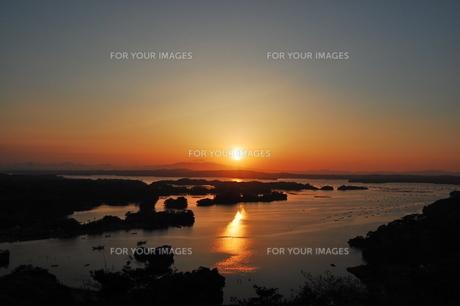 松島の夕日の写真素材 [FYI00176476]