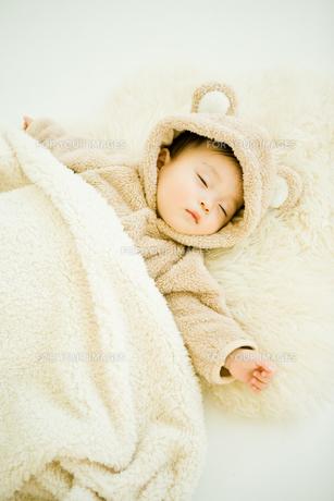 寝ている赤ちゃんアップの写真素材 [FYI00176839]
