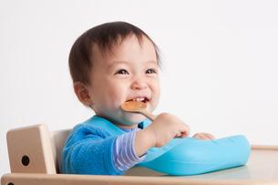 赤ちゃんの離乳食の写真素材 [FYI00176847]