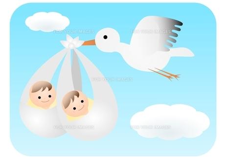 双子の赤ちゃんとコウノトリの写真素材 [FYI00177107]