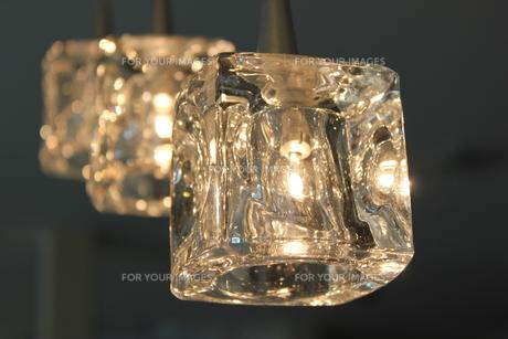 煌くガラスの照明の写真素材 [FYI00177353]