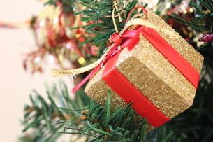 クリスマスツリーのオーナメントの写真素材 [FYI00177365]