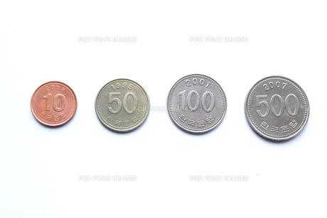 韓国ウォン硬貨の写真素材 [FYI00177373]