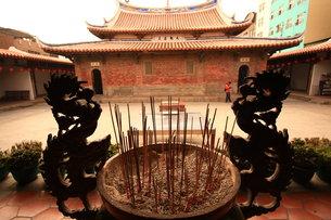 龍とお寺の写真素材 [FYI00177510]