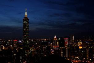 台北101 夜景の写真素材 [FYI00177565]