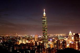 台北101 夜景 台湾の写真素材 [FYI00177569]