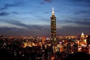 台北101 夜景の写真素材 [FYI00177570]