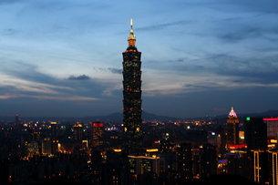 台北101 夜景 台湾の写真素材 [FYI00177577]