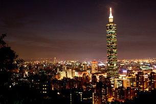 台北101 夜景 台湾の写真素材 [FYI00177587]