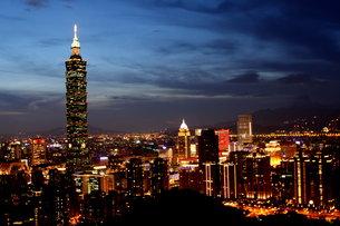 台北101 夜景 台湾の写真素材 [FYI00177588]