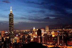 台北101夜景 台湾の写真素材 [FYI00177590]