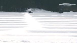 田んぼに積もった雪の写真素材 [FYI00177658]