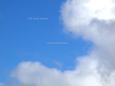 北海道 空と雲 雲のロボットの写真素材 [FYI00177777]