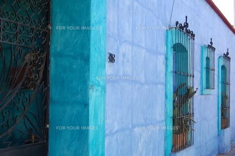 メキシコ 水色の壁の素材 [FYI00177919]