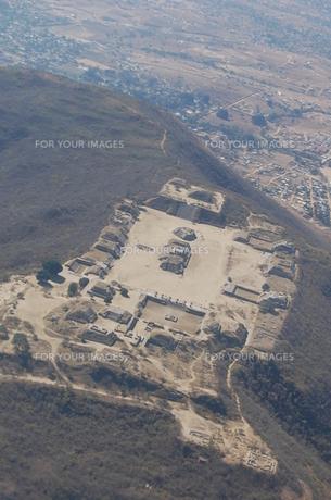 上空から見たモンテアルバン遺跡の写真素材 [FYI00177931]