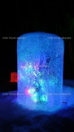 氷の中のライトの写真素材 [FYI00178102]