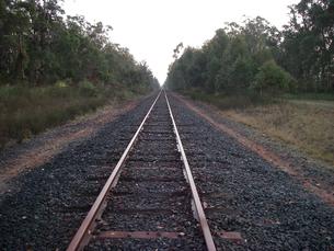 まっすぐ伸びる線路 西オーストラリアにて の素材 [FYI00178160]