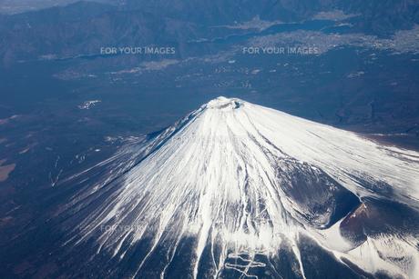 冠雪の富士山−上空よりの素材 [FYI00178172]