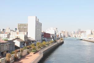 遊歩道のある川風景の写真素材 [FYI00178236]