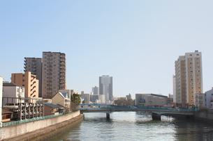 川のある町風景の写真素材 [FYI00178313]