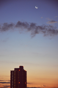 夕焼け 月の写真素材 [FYI00178743]