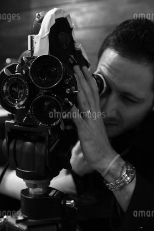 撮影する人の写真素材 [FYI00178745]