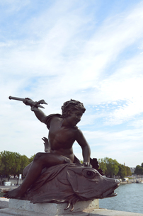 セーヌ川 彫刻の写真素材 [FYI00178761]