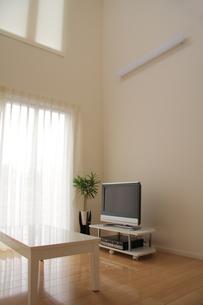 リビングルームのテレビコーナーの写真素材 [FYI00179315]