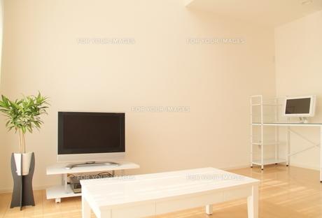 白いリビングルームの写真素材 [FYI00179316]