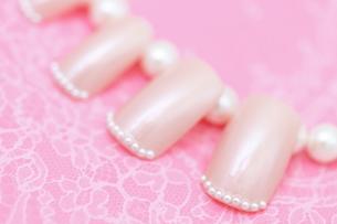 ピンクのネイルチップの写真素材 [FYI00179327]