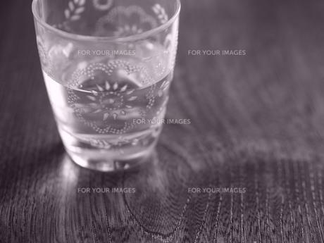 カットグラスのタンブラーの写真素材 [FYI00179402]