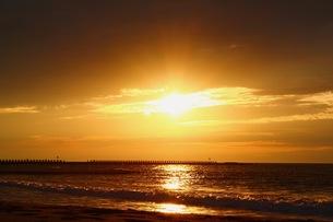 海と夕日の写真素材 [FYI00179491]