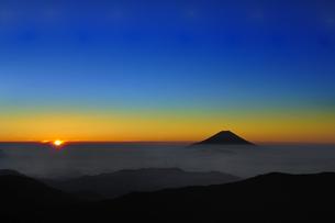 富士山と朝日♪の素材 [FYI00180258]