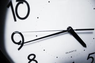 壁掛けアナログ時計の写真素材 [FYI00180301]