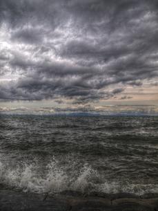 雲と波と水しぶきのHDRの写真素材 [FYI00180395]