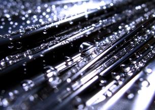 連なる水滴の写真素材 [FYI00180406]
