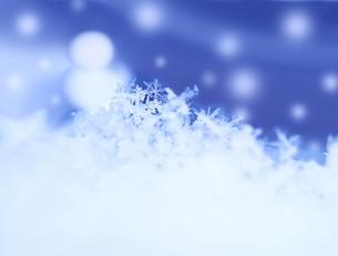 雪の結晶と雪だるまの素材 [FYI00180540]