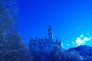 ドイツ ノイシュヴァンシュタイン城(青い世界)の写真素材 [FYI00180623]