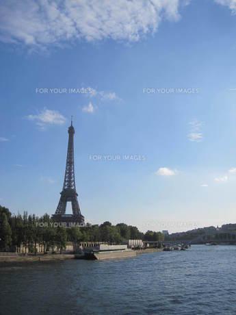 フランス:パリの華エッフェル塔とセーヌ川の写真素材 [FYI00180802]