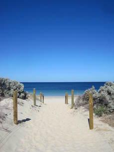 オーストラリア:白い大地と青い海の写真素材 [FYI00180807]